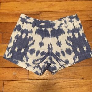 Vineyard Vines girls blue and white shorts